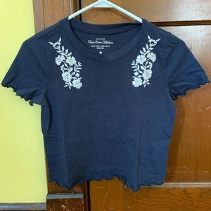 hollister navy cropped tee!
